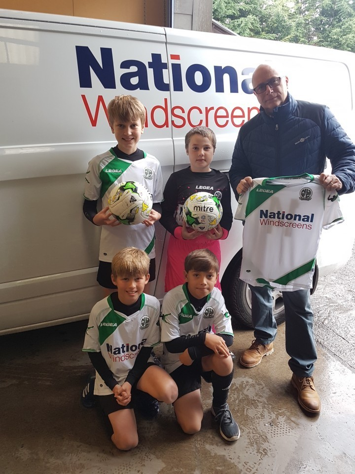 Newport's Nova United players looking smart thanks to National Windscreens